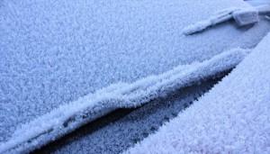 Kako otopiti led na vjetrobranskom staklu auta ?