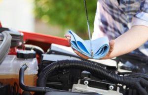 Je li gore previše ili premalo motornog ulja?