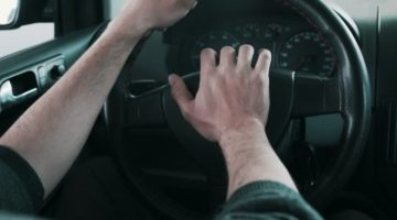 Kad na vozilu smijete koristiti sirenu kao znak upozorenja, a kad svjetlosne signale?