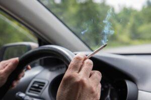 Kako se riješiti mirisa dima cigareta u automobilu